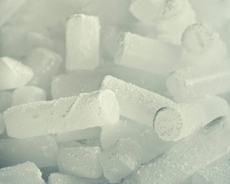 Cylindrical dry ice pellets
